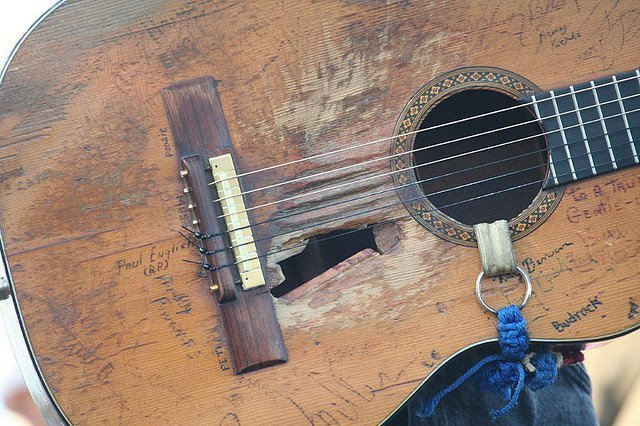 """Willie Nelson's """"Trigger"""" Guitar Close-Up"""